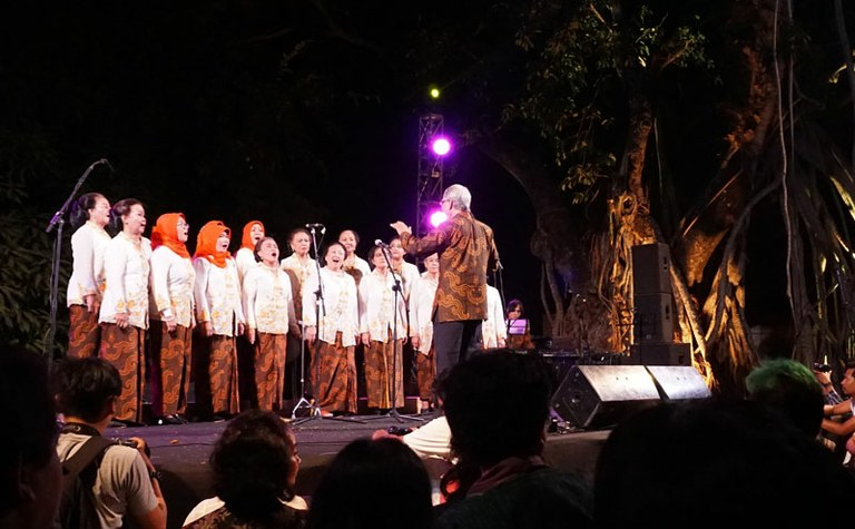 """A choir group called Dialita (an abbrevation of """"Di Atas Lima Puluh Tahun"""" or """"Above 50 Years Old"""")"""