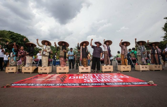 Cemented Feet in Protest to Cement Factory